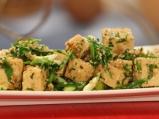 Тофу на тиган със зелен лук