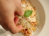 Паста с пилешко и доматен сос 6