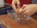Супа от целина, синьо сирене и орехови кротончета 2