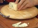 Супа от целина, синьо сирене и орехови кротончета 4
