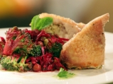 Пълнени пилешки рула с цветна салата