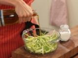 Пилешка салата с тиквички и спанак 2