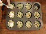 Копривени мъфини с плънка от сирене и бекон 6