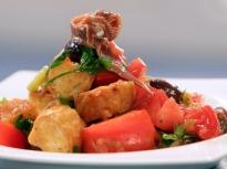 Салата от домати с карамелизиран лук