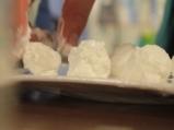 Топчета от кисело мляко с подправки