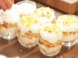 Млечен десерт с бисквити и праскови 4