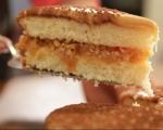 Карамелена торта с ябълки 10