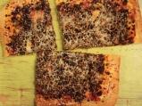 Домашна пица с кайма и сусам