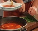 Поширани яйца в пикантен доматен сос 5