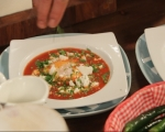 Поширани яйца в пикантен доматен сос 6