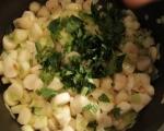 Супа от земни ябълки с печени пилешки бутчета
