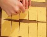 Тиквени крекери с дип от чушки  4