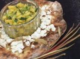 Лучен наан със сирене и салса от манго