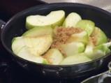 Крамбъл с ябълки, банани и праскови