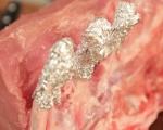 Билкови свински котлети с кисело зеле