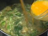Яйчена супа със спанак 3