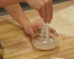 Плосък хляб с чесън и шарена сол