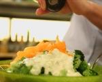 Салата от броколи с млечен дресинг 6