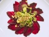Салата с печено цвекло, авокадо и чиа