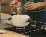 Яхния от пресен лук с маслини 5