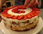 Козуначена торта с ягоди 9