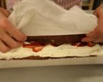 Шоколадово руло с ягоди 13