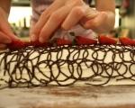 Шоколадово руло с ягоди 16