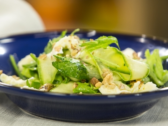 Зелена салата с моцарела и смокини