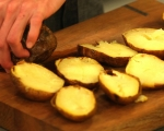 Печени картофи с яйца и кашкавал