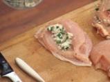 Пилешки гърди, пълнени с кашкавал и гъбен сос с горчица 2