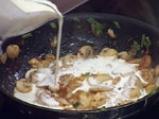 Пилешки гърди, пълнени с кашкавал и гъбен сос с горчица 5