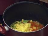 Яхния от зрял фасул с кюфтета и маслини 3