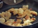 Рибни хапки върху сос от чушки 2