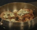 Свински котлети със синьо сирене 3