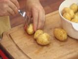 Салата с печени чушки и пресни картофи