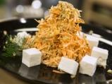 Морковена салата с орехи и сирене
