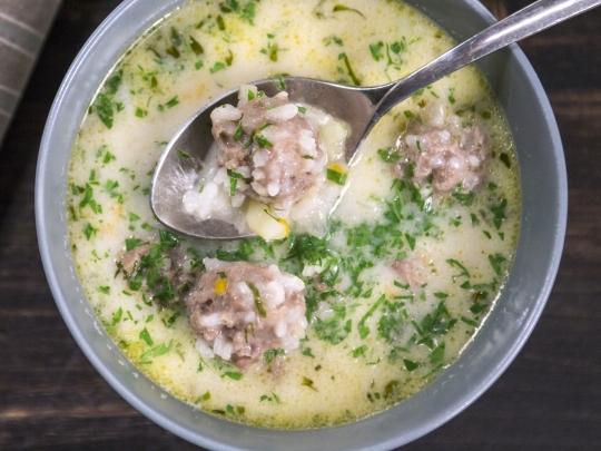 Бяла супа с топчета