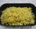 Картофени кюфтенца на фурна с печен лук и сос от печени червени пиперки
