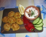 Картофени кюфтенца на фурна с печен лук и сос от печени червени пиперки 20