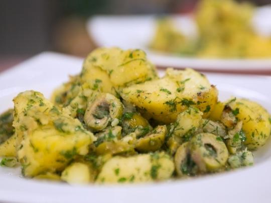 Картофи с чубрица и маслини