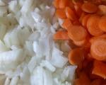 Червена леща с моркови и лук