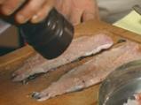 Пъстърва с фъстъци и билков сос
