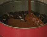 Шоколадов кекс със сушени сини сливи 9
