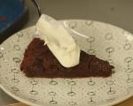Шоколадов кекс със сушени сини сливи 12