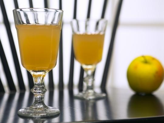 Топъл ябълков сок