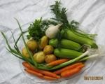 Супа от тиквички, картофи, моркови и пресен лук