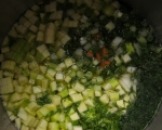 Супа от тиквички, картофи, моркови и пресен лук 4