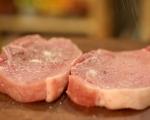 Свински пържоли със сос от праз