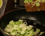 Свински пържоли със сос от праз 3