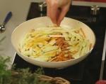 Топла салата от моркови и ябълки 4